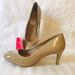Elegant women comfort nude dress shoes 7.5US